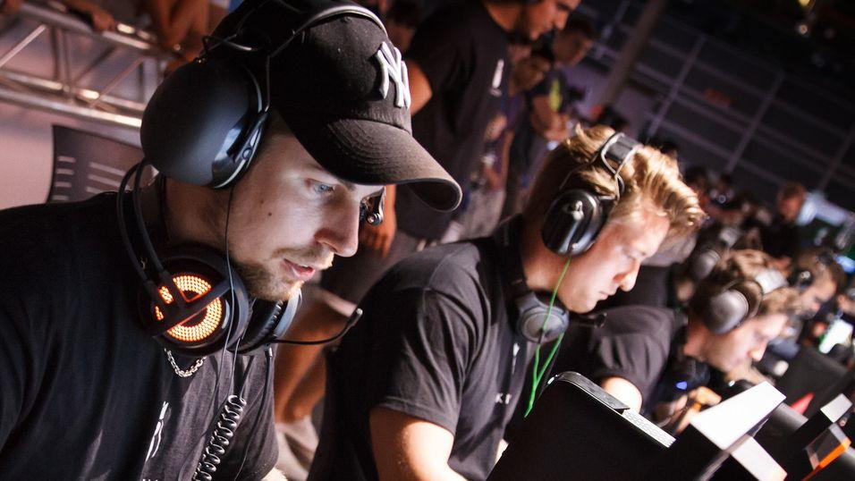 Dennis «dennis» Edman og Håvard «rain» Nygaard er klare til dyst i Copper Box Arena.