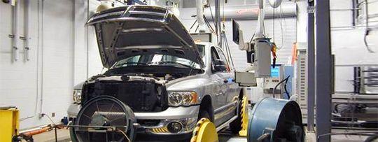 Slik ser testingen av bilene ut, her demonstrert ved en Dogde Ram. Bildet ble publisert av EPA selv, for å demonstrere hvordan de gjennomførte en slik prosedyre.