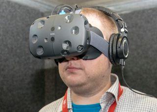 HTC og Valves VR-briller Vive. De fleste VR-briller har et utseende som er i samme gaten.
