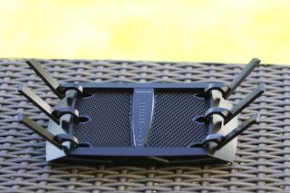 En moderne Wi-Fi-ruter med støtte for AC-standarden. De fleste av disse har mange antenner.