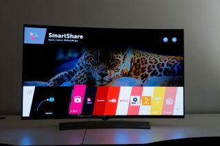 OLED-skjermer har en viktig fordel i at de ikke behøver baklys. Svarte områder er dermed helt svarte.