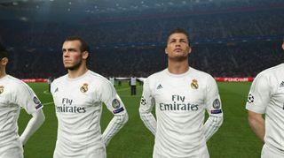 Den vakre Champions League-hymnen spilles av før kampen.
