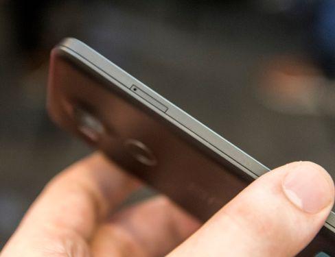 SIM-kortet ditt er fortsatt det eneste kortet Googles Nexus-mobiler vil ha noe med å gjøre. Dermed får du ikke utvidet lagringsplassen med minnekort.