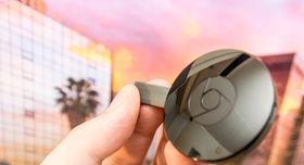 Den nye Chromecast-en har et rundt design som ligner på dagens modell, her avbildet, men må nødvendigvis by på vesentlig kraftigere maskinvare.