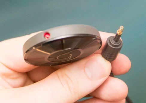 Hvis du har digital lydinngang på anlegget ditt kan du koble til Chromecast audio med optisk kabel.