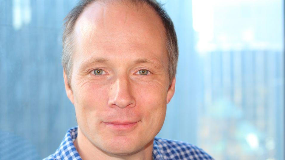 Leder i Telenor Objects, Johan Ivarson, sier de digitale trygghetsalarmene er tryggere enn de gamle analoge. Nå skal selskapet hjelpe Oslo kommune med moderniseringen.