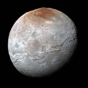 Slik ser Plutos måne, Charon, ut.