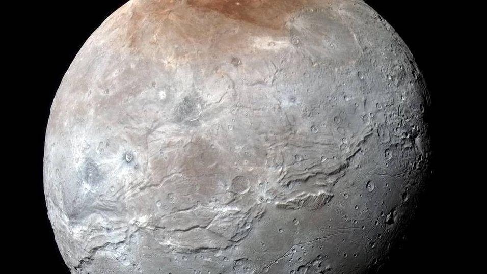 Plutos måne overrasker NASA