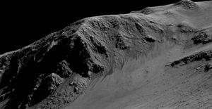 På dette bildet kan du se de mørke rennene som NASA mener er skapt av vann i væskeform.