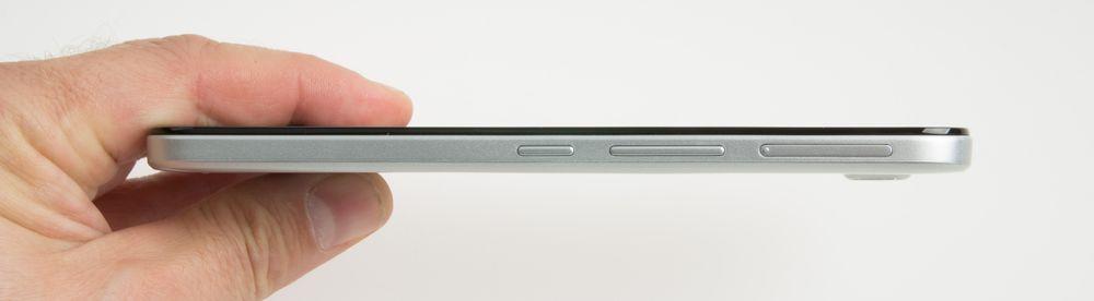 Telefonen er forholdsvis slank selv om den har stort batteri.
