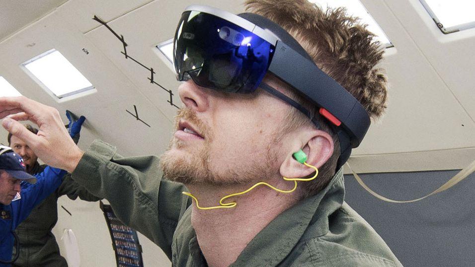 Dette er Microsofts mer kjente «utvidet virkelighet»-satsning, HoloLens.