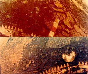 Fargebilder fra overflaten til planeten Venus, tatt av sovjetiske Venera 13.