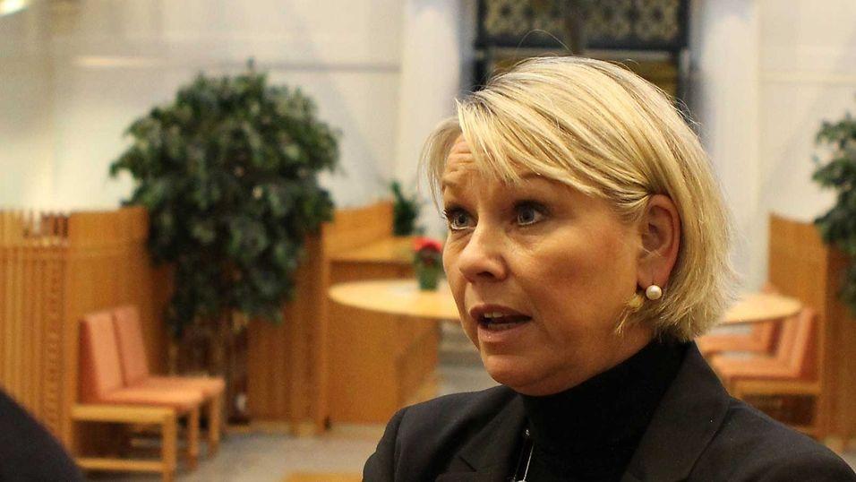 Næringsminister Monica Mæland forventer at Telenor jobber videre med kvinneandelen i ledergruppa.
