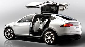 Nylig lanserte Tesla Model X er blant bilene som skal produseres på Gigafactory.