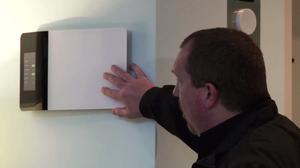Systemet kan ta form som paneler på veggen, her vist frem av Energous selv.