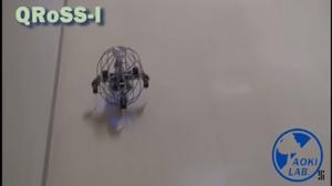 Etter at roboten har rullet ferdig, resier den seg opp på egen hånd.