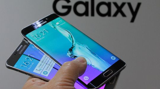 Galaxy Note 5 er den underste i dette bildet, her vist sammen med søstermodellen Galaxy S6 Edge+.