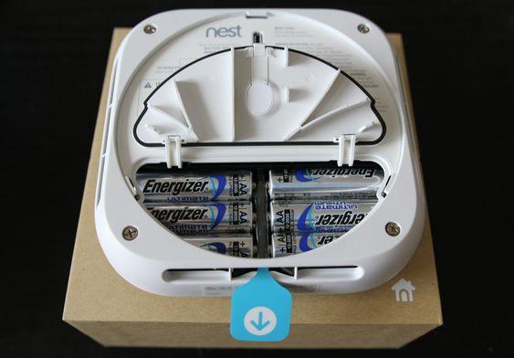 Batteridøra er ny på andre generasjon Nest Protect.