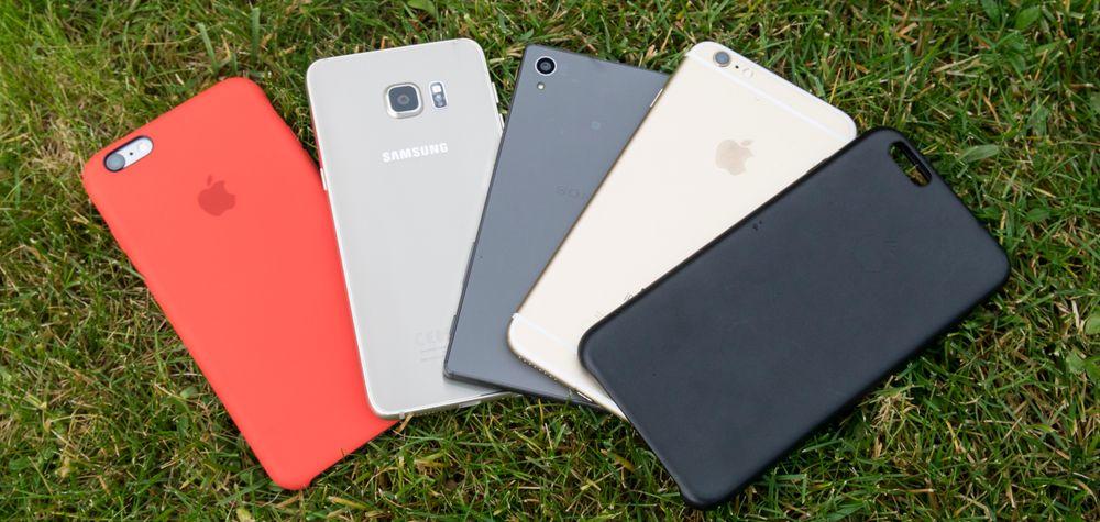 Her er et knippe topptelefoner. Fra venstre: iPhone 6S Plus i deksel, Galaxy S6 Edge+, Sony Xperia Z5 og iPhone 6S Plus uten deksel.
