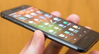 HTC One A9 HTCs One A9 blir først med Android 6.0 i norske butikker