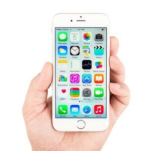 På låste iPhone-telefoner med iOS 8 eller nyere skal det være klin umulig å hente ut data, ifølge Apple.