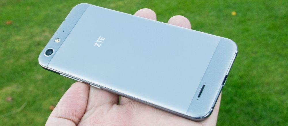 ZTE Blade V6 er usedvanlig pen å se til med tanke på at den koster rundt 2500 kroner i vanlig utsalg.