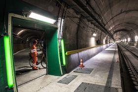 Etter 17 års byggetid er tunnelen endelig klar for trafikk.