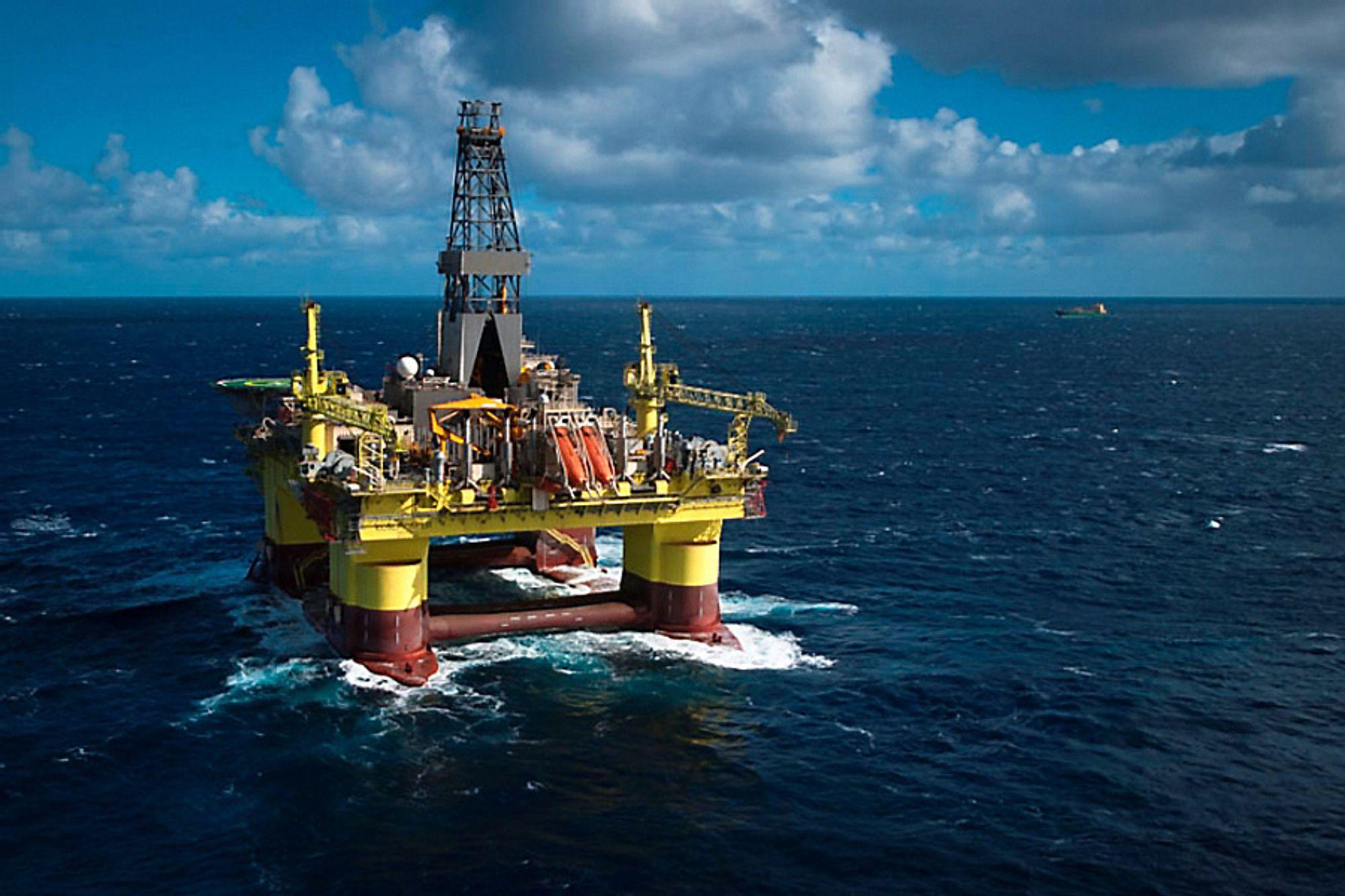 I juni kansellerte Statoil kontrakten med denne riggen, COSL Pioneer. I etterkant ble de ansatte sagt via epost.