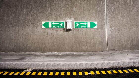 Ledelys forteller hvilken retning du skal evakuere.