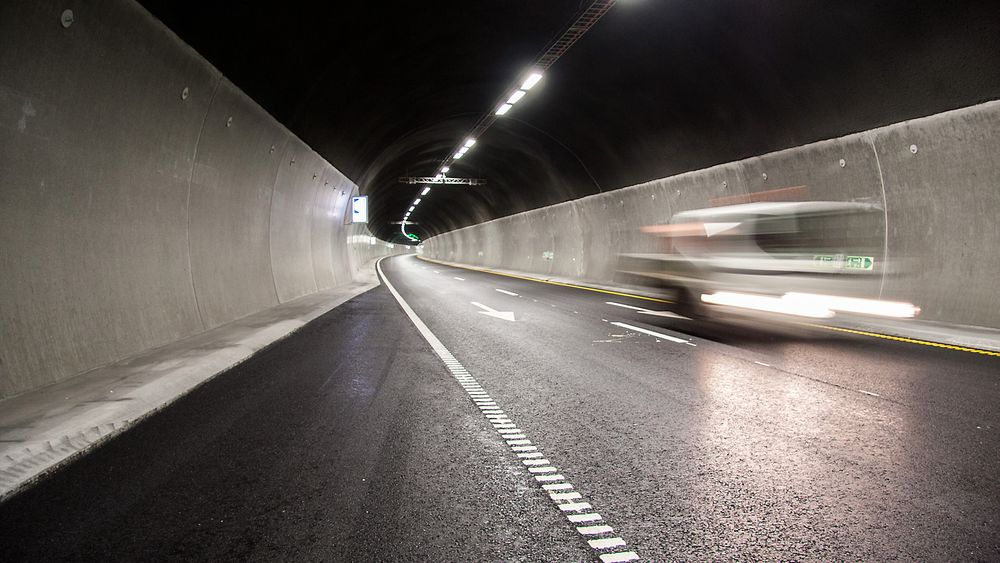 Fra og med 2016 må alle som skal ta lappen ha opplæring i kjøring i tunnel.