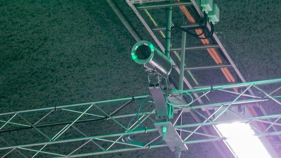 Hver meter av tunnelen er kameraovervåket. Systemet gir automatisk deteksjon av hendelser, og varsler trafikkoperatører på Veitrafikksentralen.