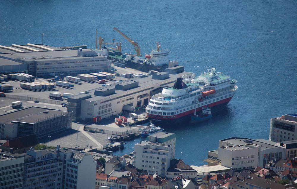 Miljøgevinsten ved å få Hurtigruteskipene på landstrøm er høy i Bergen.
