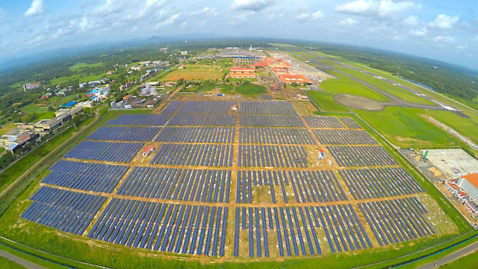 Solkraftverket på Cochin International Airport har en installert effekt på 12 MW.