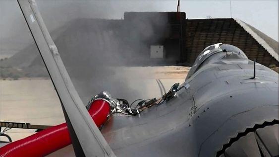 Fra testing av GAU-22/A-maskinkanonen på flybasen Edwards, der alle 181 skuddene blir avfyrt i én salve.