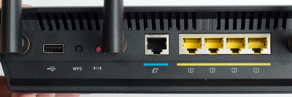 Baksiden av ruteren. Hvis du vil koble til to Internett-linjer for feiltoleranse eller lastbalansering, bruker du en av LAN-portene i tillegg til WAN-porten. .