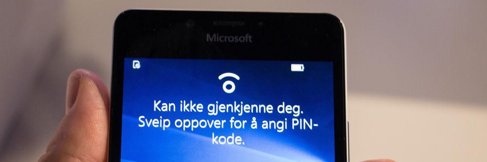 Microsoft Hello logger deg automatisk inn når du ser på telefonen – hvis den kjenner deg igjen, vel å merke.