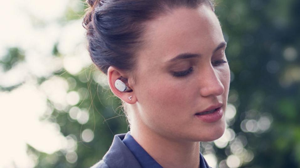 Microsoft Clip kan bli noe som ligner på Motorolas Moto Hint, her avbildet.