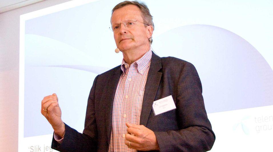 Tidligere konsernsjef Jon Fredrik Baksaas trekker seg nå fra jobben som strategisk rådgiver for Telenor-styret. Årsaken oppgis å være å la Telenor og styret få handlingsrom til å håndtere situasjonen på best mulig måte.