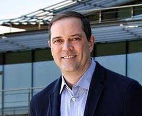 Cisco-sjef Chuck Robbins mener operatørkundene får mulighet til raskere endringer av nettverkene når styrkene fra Cisco og Ericsson kombineres.