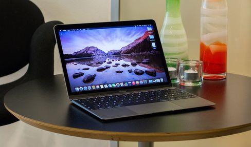 Apple er tradisjonelt ganske konservative i sine teknologivalg. Men siste MacBook ut er et eksempel på det motsatte. Den har kun én tilkobling, og den er av den helt nye USB type C-standarden.