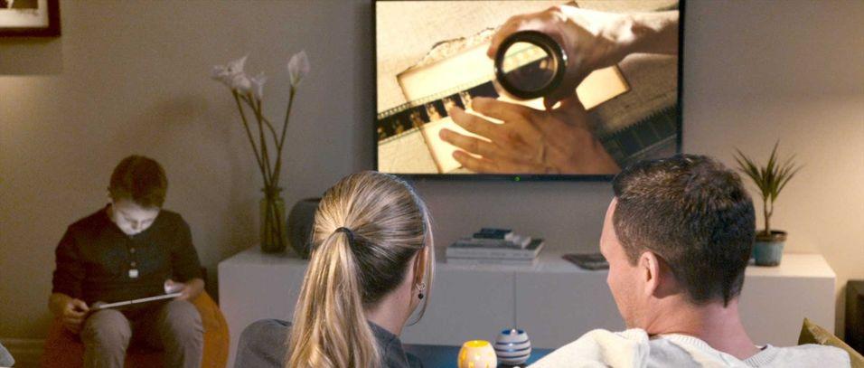 Teleoperatører har økt sin andel av TV-distribusjon globalt i løpet av 2015, blant annet som følge av oppkjøp.