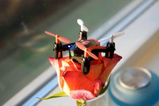 I tillegg til de nærmest obligatoriske lysdiodene på hver arm, har Zoopa Q Zepto 55 en liten, grønn diode foran. Det hjelper på orienteringen, og gjør også dronen hakket raffere.