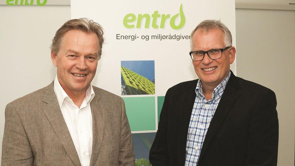 Tor Lindholt, eier og avtroppende leder til venstre, og ny adminsitrerende direktør Børge Nilssen til høyre.