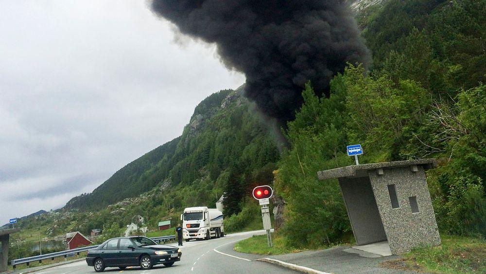 Skatestraumtunnelen i Bremanger kan bli stengt i flere måneder etter ulykken onsdag.