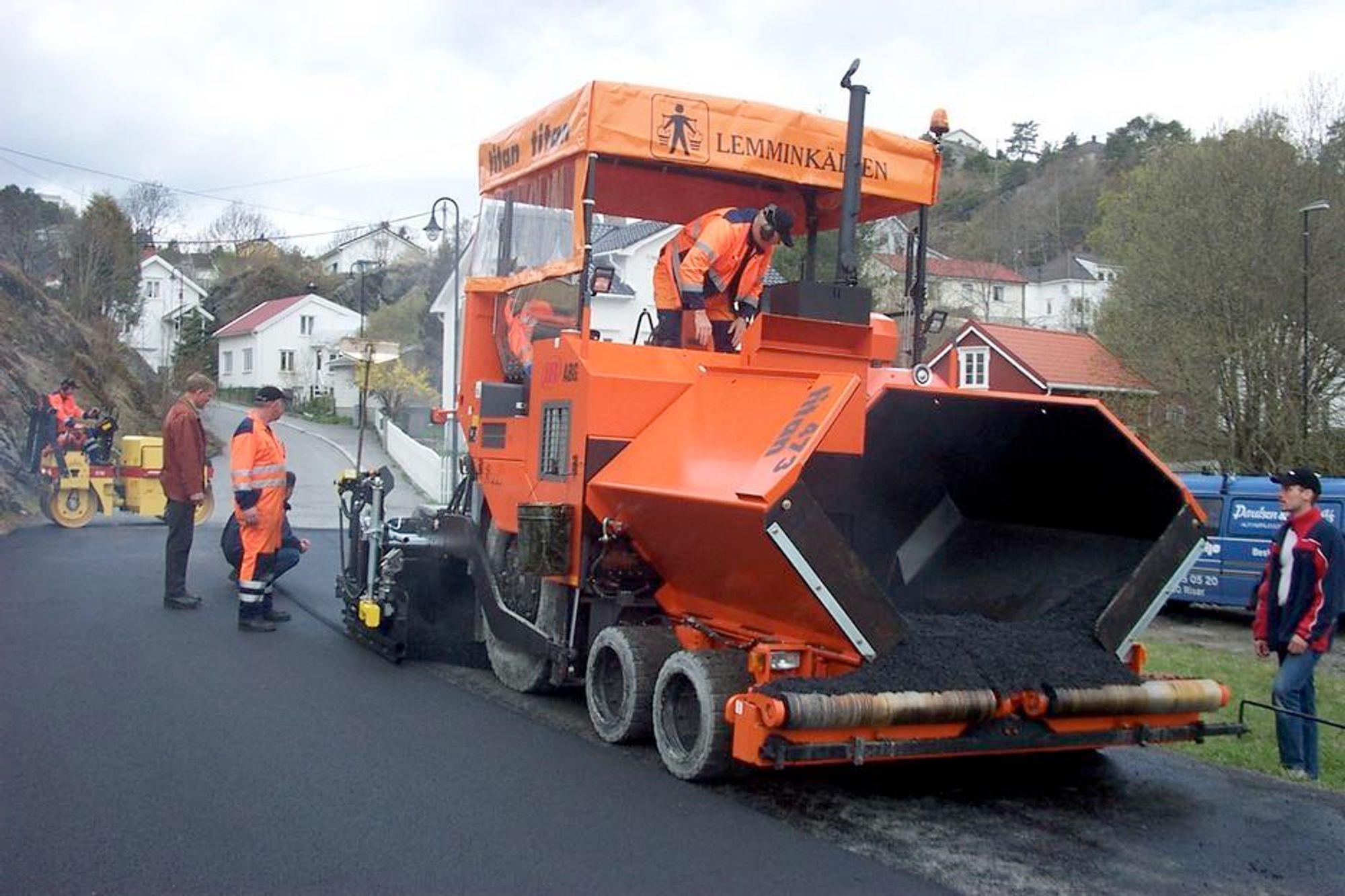 Det er blitt lagt noe mere asfalt på vegnettet denne sommeren enn i fjor.