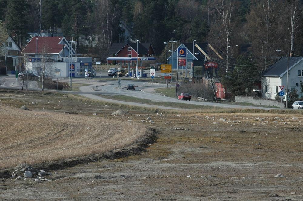 Fire-feltsveg mellom Skedsmovollen og Skedsmokorset blir billigere enn Vegvesenet hadde regnet med. Vegen skal gå der matjorden er fjernet.
