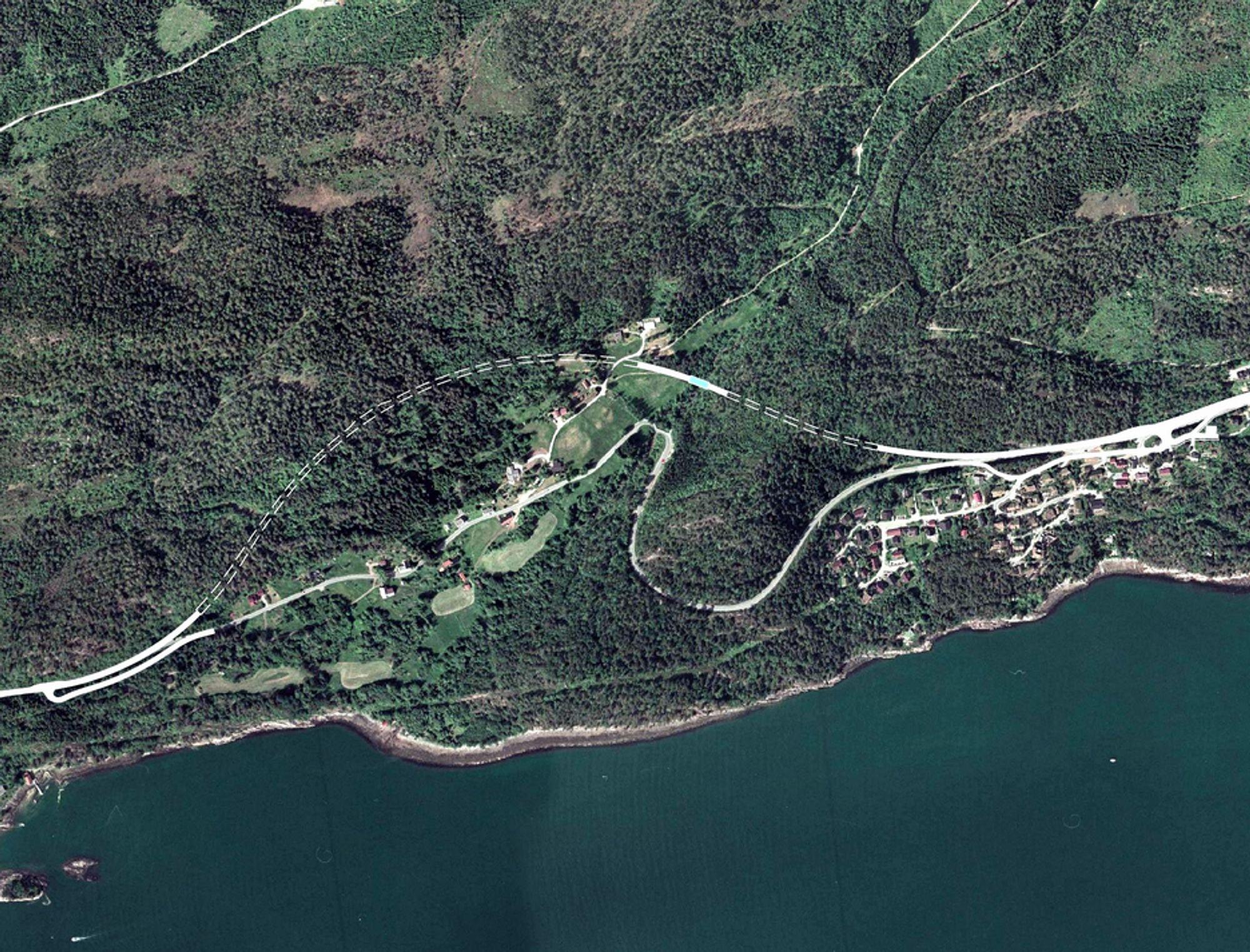 I dag har riksveg 662 vest for Molde kurvatur som en tømmerveg. Skanska skal drive de to tunnelene som vi gi den en kurvatur som en riksveg. (Ill.: Statens vegvesen)