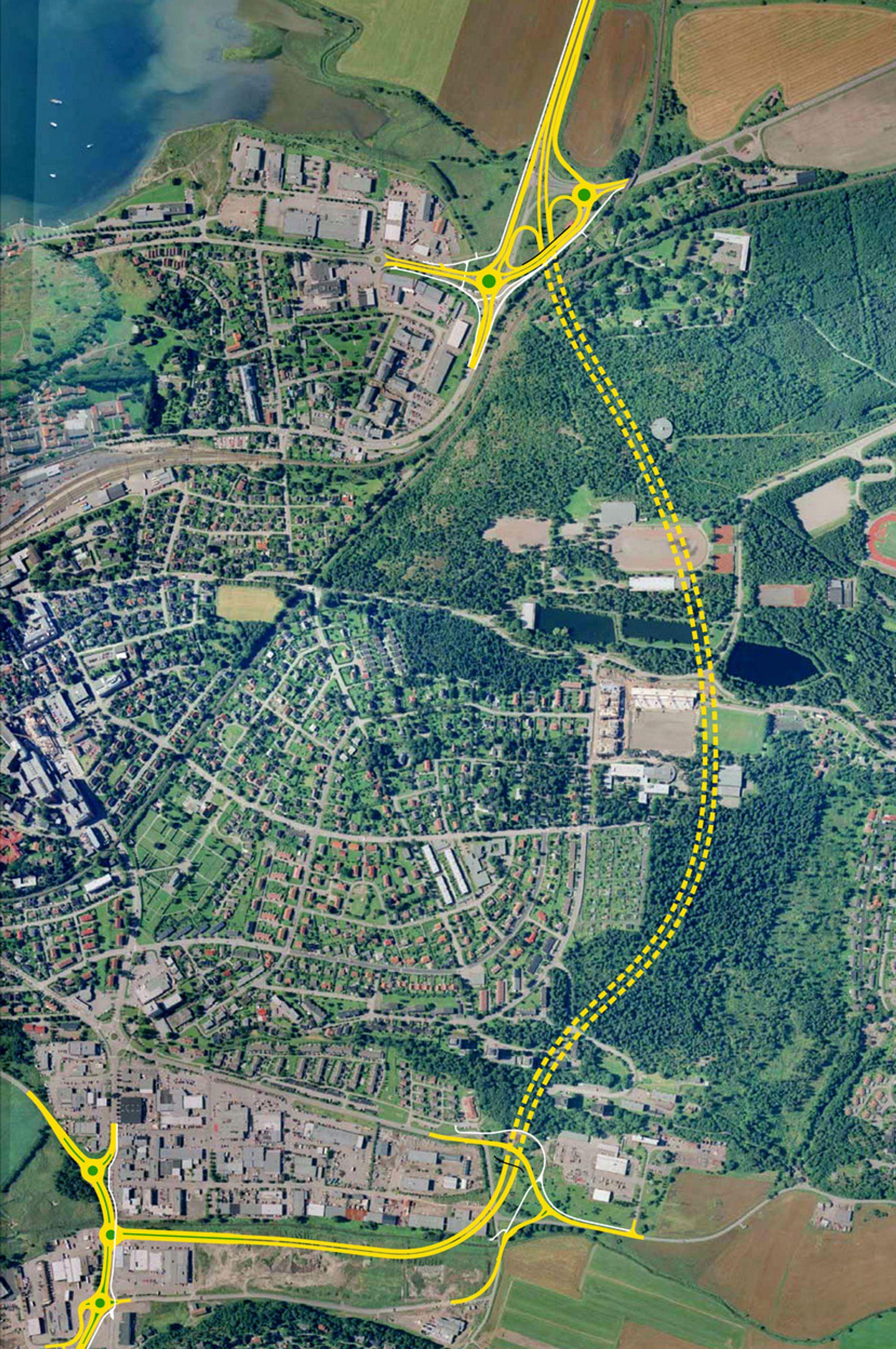 Frodeåstunnelen er markert med gul, stiplet linje. Den inngår i Ringveg nord som vil avlaste bygatene for tankbiler, forhåpentligvis før påske. (Ill.: Statens vegvesen)