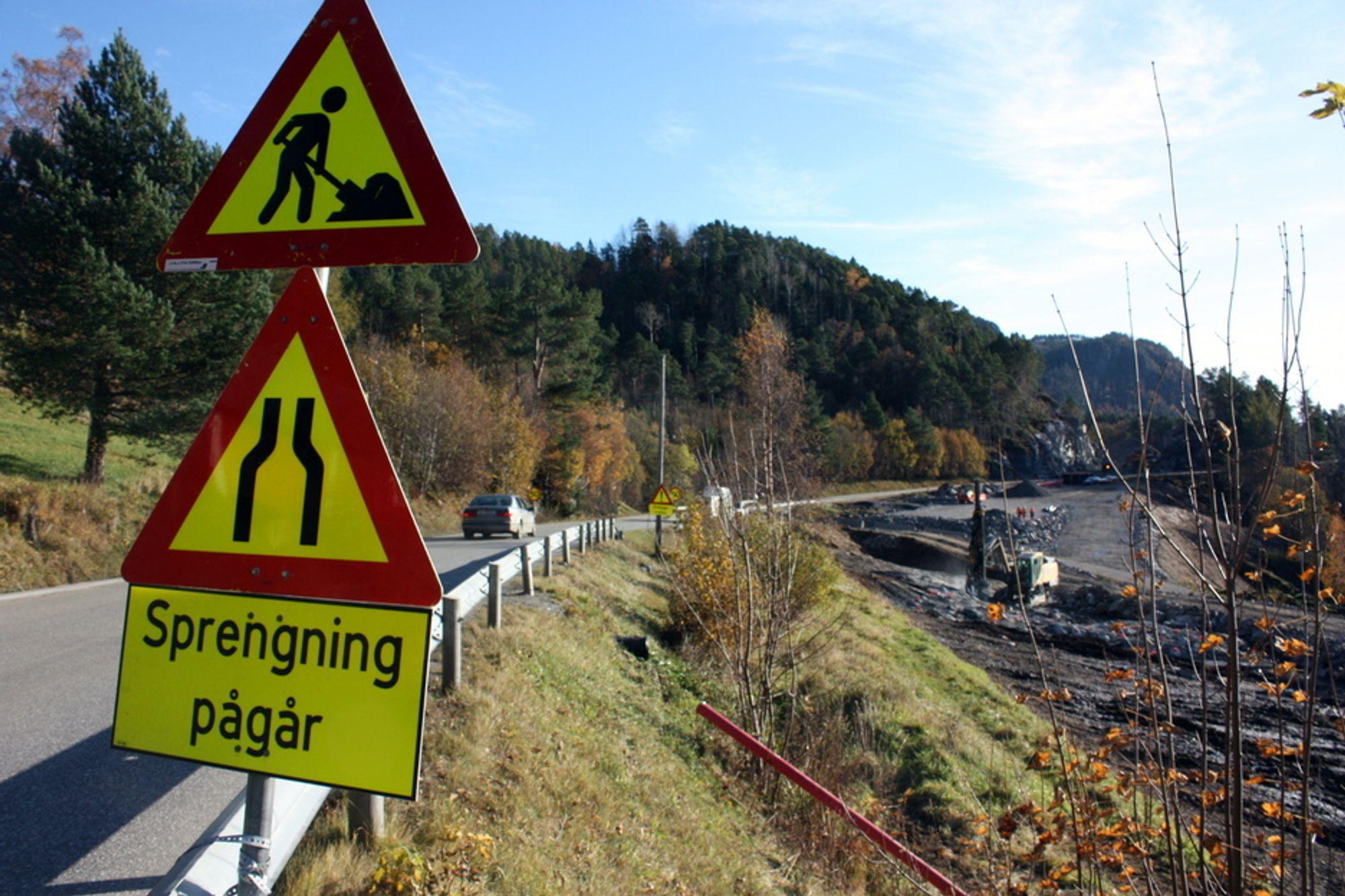 På riksveg 70 er byggingen av ny veg kommet i gang. Tre entrepriser er tildelt. En tunnel skal ut på anbud om ikke så lenge.