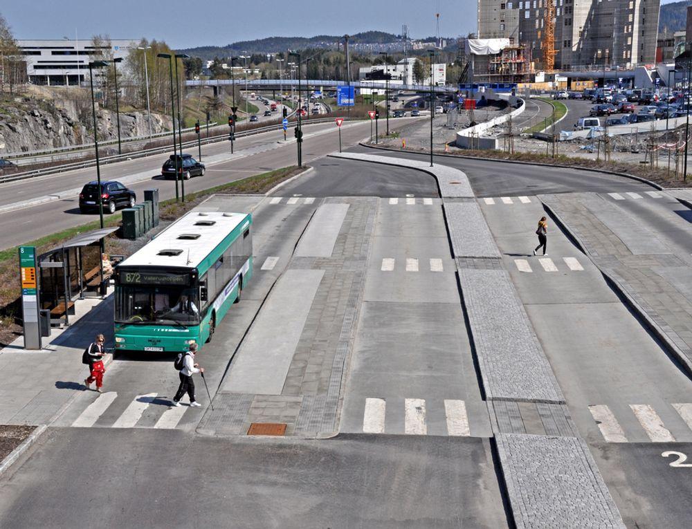 Denne bussterminalen blir midlertidig stengt mens taket blir montert. 14. neste år blir det gjenåpnet.